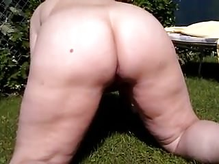 Pee film Bbw garden peeing with excellent ass view while bf films 1