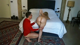 Selena and her sex pleasure in a morning