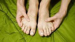 Fußficken, Footjob, Fußmassage und Squirting auf die Füße