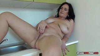 Mature with big tits decided to masturbate