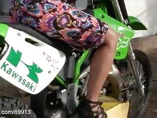 Bottom crank Chicks cranking motorcycle hd
