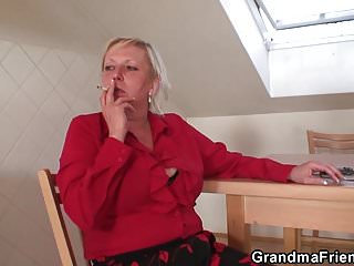 Mature woman pleasing a man - Old mature woman pleases two repairmen