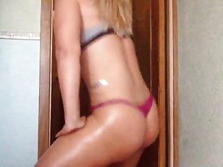 Girl in thong voyeur Hot girl in thong do short twerk