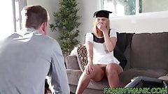 Горячей тинке покрывают ее лицо спермой