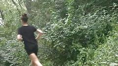 Junges Girl beim Jogging in Park