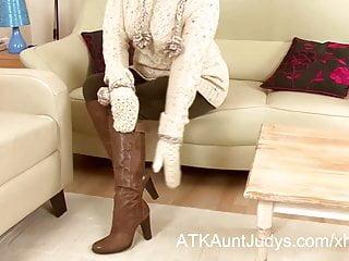 Jewel gilf mature - Amber jewell arrives to auntjudys.com interviewing and mastu