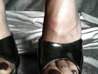 Sexy stocking shoeplay Nylons feet shoeplay