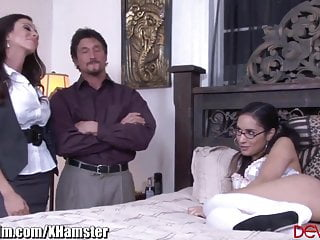 Guy stepping on a dick Latina step-mom and guy teach not her daughter fucking