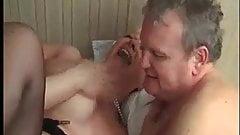 Муженек наблюдает, как жену трахают во все ее дырки