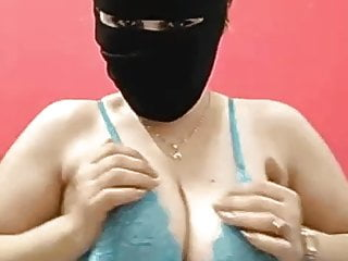 Live sexy webcam chat - Arab big tits hayam showing on live chat app 1 - darkegy